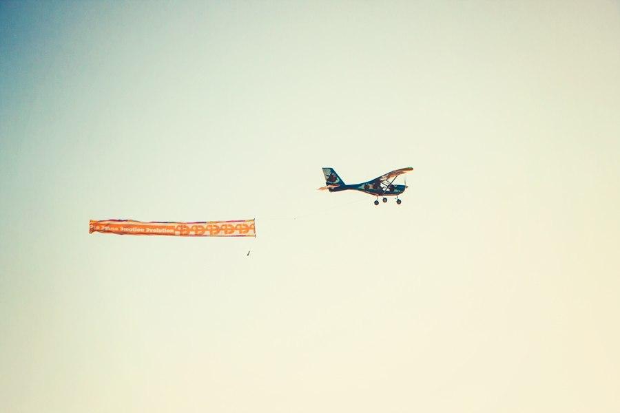 ФОРЭ. Самолет в небе с символикой