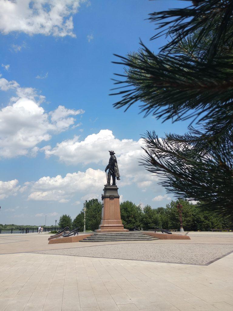 Астрахань памятник Петру