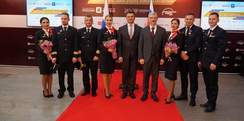 Экипаж «Уральских авиалиний» торжественно наградили